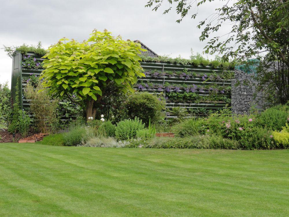 Lärmschutzwand im Garten privat Haushalt grün ökologisch